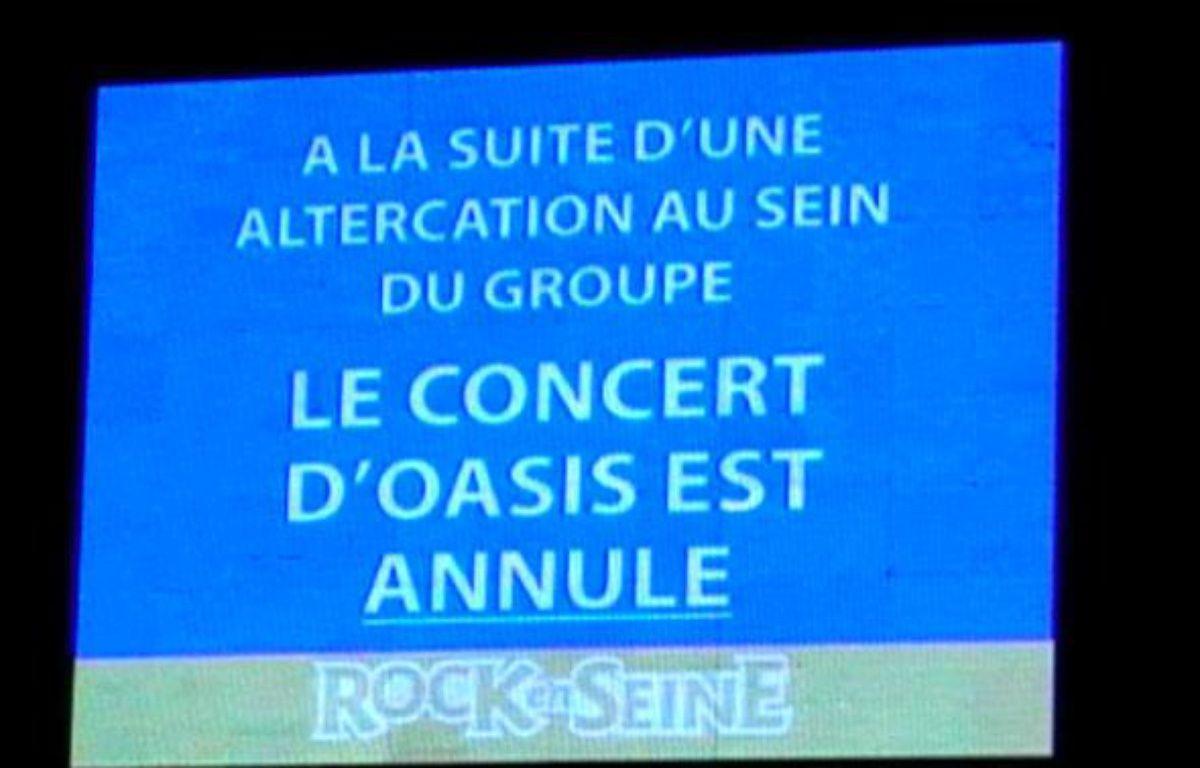 Annonce faite sur les écrans de Rock-en-Seine, vendredi 28 août, alors que le concert d'Oasis est annulé. – 20minutes.fr