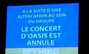 Annonce faite sur les écrans de Rock-en-Seine, vendredi 28 août, alors que le concert d'Oasis est annulé.