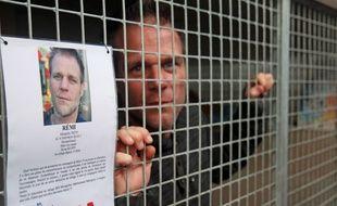 Rémi Gaillard, dimanche, dans sa cage.