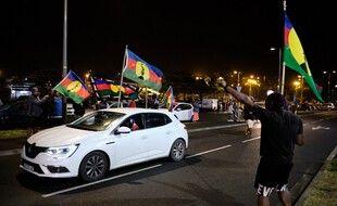 Les supporter de la Nouvelle-Calédonie indépendante ne fêtent pas leur victoire mais le très bon score du oui au référendum.
