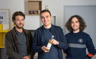 Emile Maine, Alexandre Thébaud et Alexis Karkour sont trois amis d'enfance qui ont créé Jane, une boisson bio à base de CBD.