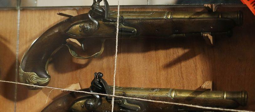 Les deux pistolets volés ont appartenu à l'illustre corsaire Robert Surcouf.