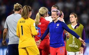 Forfait en raison d'une blessure aux ischio-jambiers, Megan Rapinoe a vivement félicité sa gardienne Alyssa Naeher, décisive mardi contre l'Angleterre (2-1).