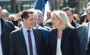 Nicolas Bay et Marine Le Pen (FN) le 1er mai 2016 à Paris