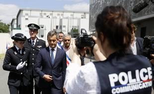 Les Mureaux, le 7 juillet 2020. Nommé ministre de l'Intérieur quelques heures auparavant, Gérald Darmanin visite un commissariat.