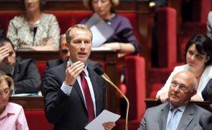 Le ministre délégué à l'Agroalimentaire Guillaume Garot a détaillé mardi aux syndicats le dispositif d'accompagnement des salariés licenciés du pôle frais du groupe Doux, au lendemain de la validation par le tribunal de commerce de Quimper d'offres de reprise partielle.