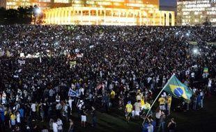 Au moins un million de manifestants sont descendus jeudi dans les rues des grandes villes du Brésil au dixième jour de fronde sociale marqué par de violents affrontements avec la police, des dizaines de blessés et un premier mort.