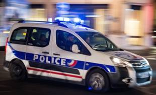 Photo d'illustration d'une voiture de police en intervention.