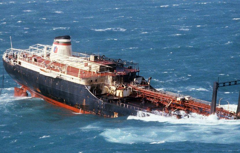 Bretagne : Coulé en 1980, le « Tanio » continue bien de cracher son pétrole