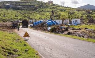 Des travaux de déblayage sur l'île de Saint-Martin, massivement détruite par l'ouragan Irma.