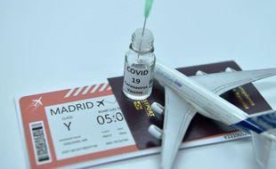 Les rares cas de thromboses intervenues après la vaccination contre le Covid-19 diffèrent de ceux observés lors de vols longue distance, expliquent les scientifiques.