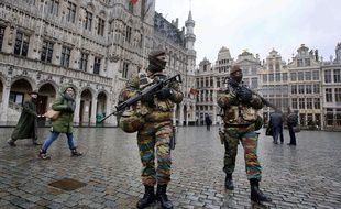 Patrouille de police sur la Grand Place de Bruxelles le 1er décembre 2015.