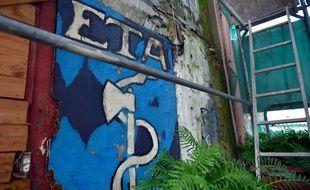 Un graffiti peint dans un village du pays basque espagnol./ AFP PHOTO / ANDER GILLENEA