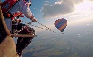 De la balançoire depuis des montgolfières