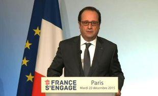 """Hollande remet les prix des lauréats de """"La France s'engage"""""""
