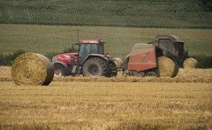 Un tracteur en pleine moisson (photo d'illustration).