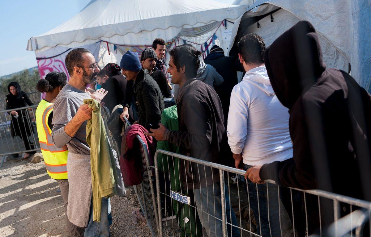 Des réfugiés syriens, irakiens ou encore afghans dans un camp pour migrants sur l'île grecque de Lesbos,  le 29 février 2016. – MATHIEU PATTIER/SIPA