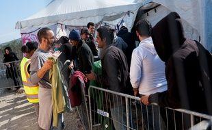 Des réfugiés syriens, irakiens ou encore afghans dans un camp pour migrants sur l'île grecque de Lesbos,  le 29 février 2016.