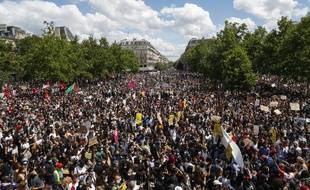 Des milliers de manifestants étaient présents ce samedi place de la République pour dénoncer le racisme et les violences policières.