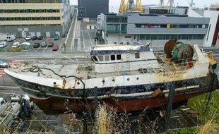 Neuf ans après le naufrage inexpliqué du chalutier breton Bugaled Breizh, qui avait coûté la vie à cinq marins, les juges ont notifié jeudi la fin de leur enquête aux parties civiles qui continuent d'exiger, de leur côté, que la lumière soit faite sur l'implication d'un sous-marin dans le drame.