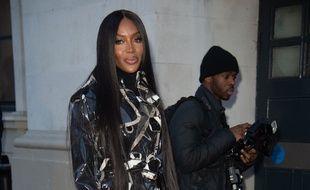 La top Naomi Campbell dans les rues de Londres pendant la Fashion Week