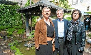 L'équipe organisatrice de la foire expo de Bordeaux, dans le jardin japonais de la ville
