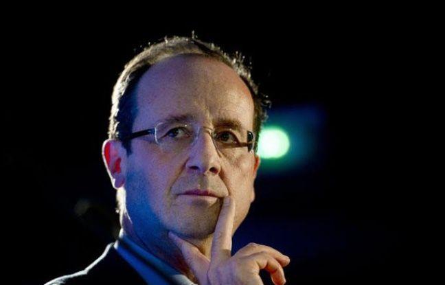François Hollande, lors d'une visite dans un centre Emmaüs de Paris , le 14 décembre 2011.