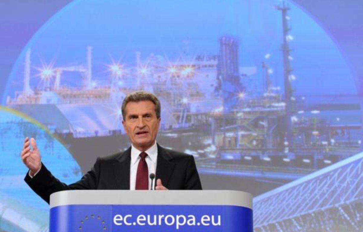"""Le commissaire européen à l'Energie Günther Oettinger a appelé mercredi dans le journal économique allemand Handeslblatt """"toutes les parties à ne pas s'opposer par principe aux euro-obligations"""", soutenues par la France mais refusées par l'Allemagne avant un sommet informel à Bruxelles. – John Thys afp.com"""