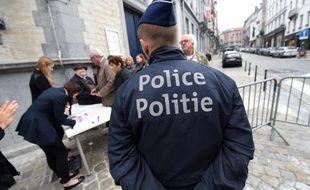 Un policier belge devant le Musée juif de Bruxelles le 14 septembre 2014