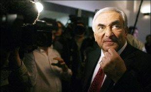 """Le Français Dominique Strauss-Kahn est un """"mauvais candidat"""" au poste de directeur général du Fonds monétaire international (FMI) qui a besoin d'une personne """"intellectuellement crédible"""" à sa tête, dénonce mardi le quotidien économique Financial Times (FT)."""