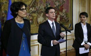 Myriam El Khomri, Manuel Valls et Najat Vallaud-Belkacem annoncent plusieurs mesures en faveur de l'insertion professionnelle des jeunes le 11 avril 2016