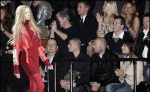 Zinédine Zidane et son épouse Véronique ont assisté mercredi soir à l'occasion de la semaine de la mode new-yorkaise au défilé d'Y-3, la marque de sportswear de luxe produite par Adidas et Yohji Yamamoto, l'occasion d'une belle mêlée médiatique.