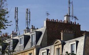 Les députés écologistes devraient faire adopter jeudi par l'Assemblée un encadrement de l'exposition aux ondes électromagnétiques, notamment par les antennes-relais, et l'interdiction des pesticides dans les espaces verts publics à partir de 2020.