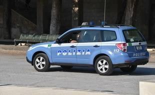 Illustration d'une voiture de police italienne.