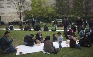 Des réfugiés syriens le 21 avril 2014 au Parc de Saint-Ouen