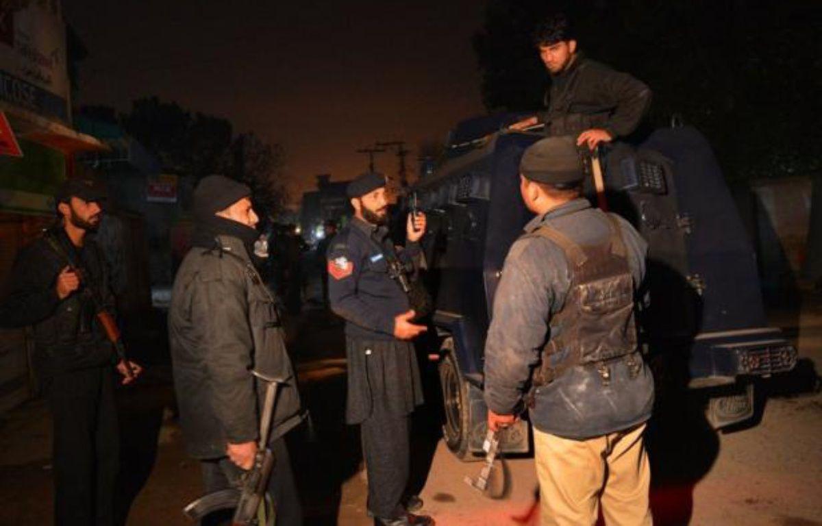 Les talibans du Pakistan ont revendiqué samedi soir la responsabilité pour l'attaque-suicide contre l'aéroport international de Peshawar dans le nord-ouest du pays, qui a fait quatre morts et 50 blessés. – A Majeed afp.com