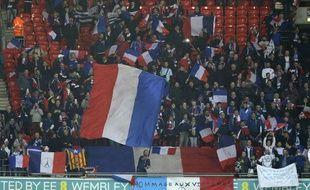 Des drapeaux français à Wembley, le 17 novembre lors du match de football Angleterre - France.