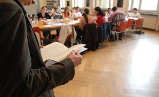 Strasbourg: Des barres de céréales offertes aux étudiants dans les bibliothèques avant les examens (Illustration)