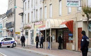 Le fils du patron d'un restaurant de Castres, âgé de 21 ans, pris d'un coup de folie, a poignardé jeudi trois employés, tuant une serveuse de 22 ans et en blessant deux autres grièvement.