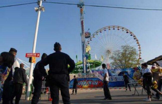 Paris: Une jeune femme frôle la mort dans une attraction de la foire du Trône