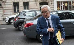 Le ministre du Travail François Rebsamen, devant le siège du Parti socialiste (PS), à Paris, le 27 mai 2014