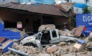 Allongé sur le lit numéro 8 d'un pavillon de l'hôpital de San Marcos, Jesus, 26 ans, a perdu la jambe droite dans l'effondrement de sa maison lors du séisme qui a secoué la côte ouest du Guatemala mercredi.