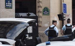 Deux personnes ont été retenues en otage pendant près de 4 heures.