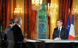 """Tout en reconnaissant la """"déception"""" des Français et ses propres """"erreurs"""", Nicolas Sarkozy a affiché sa volonté de tenir le cap de la """"réforme"""", jeudi soir à la télévision, face à une majorité mécontente, des sondages en berne et une situation économique dégradée"""
