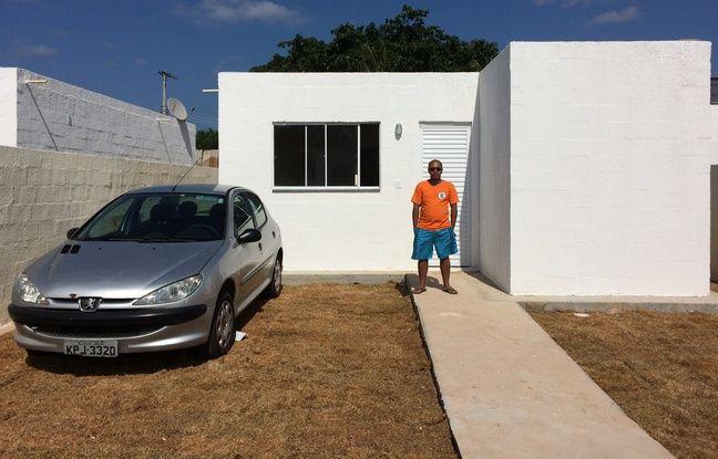 Michel Soares do Nascimento vient d'emménager dans l'une des rares maisons reconstruites sur le terrain de la favela.