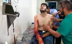 """De retour d'une mission clandestine en Syrie, le verdict de cette équipe de Médecins sans frontières (MSF) est sans appel: """"L'objectif de l'armée syrienne est clairement de tuer les blessés et ceux soupçonnés de les soigner"""", résume l'un d'eux."""