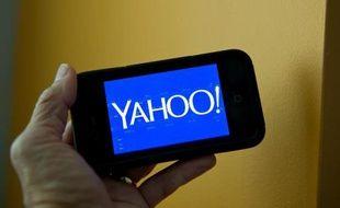 Le logo de Yahoo! sur un smartphone, le 12 septembre 2013 aux Etats-Unis