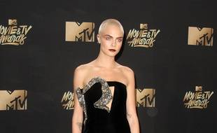 La top-modèle Cara Delevingne aux MTV Movie Awards.