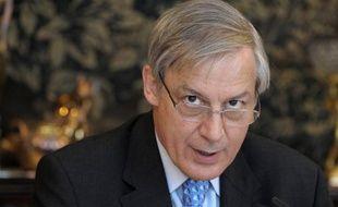 """La zone euro n'est pas """"au bord de l'éclatement"""", malgré les craintes qui pèsent sur la situation financière de l'Irlande et plusieurs autres pays, a estimé mardi le gouverneur de la Banque de France Christian Noyer sur la chaîne d'information LCI."""