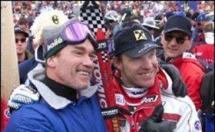 Le gouverneur de Californie (ouest), Arnold Schwarzenegger, s'est cassé le fémur droit samedi alors qu'il faisait du ski avec sa famille à Sun Valley dans l'Idaho (nord-ouest), a indiqué dimanche un de ses porte-parole.